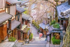 cidade velha de kyoto, distrito de higashiyama durante a temporada de sakura