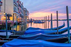 imagem da paisagem urbana de Veneza, Itália durante o nascer do sol. foto