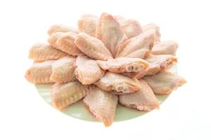 carne de frango crua e asa em prato branco