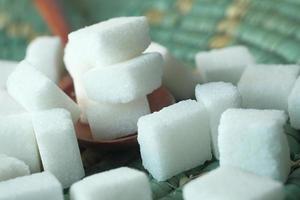 close up de cubos de açúcar foto