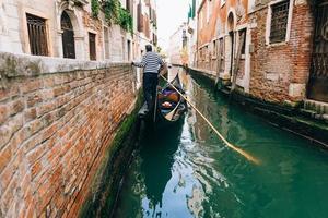 veneza, itália 2017- gôndola no grande canal de veneza
