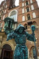 Cracóvia, Polônia 2017 - atrações arquitetônicas turísticas na praça histórica de Cracóvia