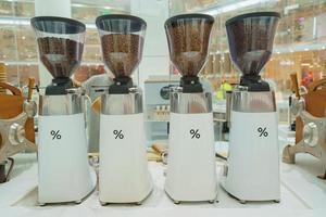 Bangkok, Tailândia - máquina de café expresso em uma loja de departamentos