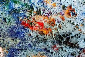 gesso decorativo colorido do teto, uma reminiscência de várias pequenas estalactites delgadas