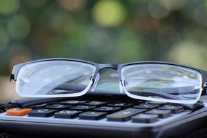 calculadora de close-up na mesa e conceito de negócio