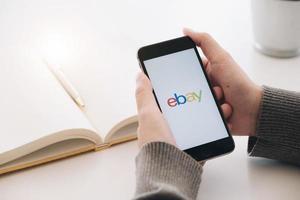 chiang mai, tailândia, mar, 21, 2021 - ebay em um smartphone