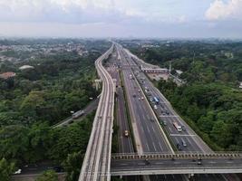 Jacarta, Indonésia 2021- vista aérea do cruzamento da rodovia na cidade de Jacarta foto