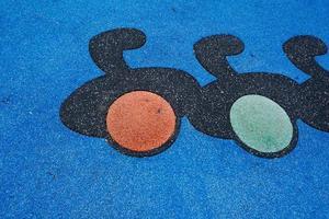 chão colorido no playground