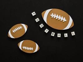 recorte de papel de uma vista superior do futebol americano
