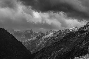 paisagens montanhosas panorâmicas do himalaia foto