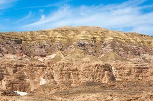 montanhas rochosas em um deserto egípcio foto