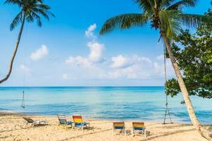 linda praia tropical e mar foto