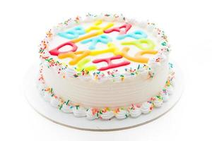 bolo de feliz aniversário isolado no fundo branco foto