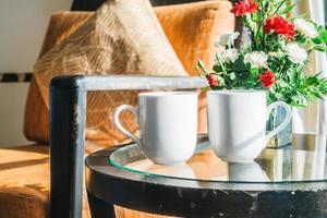 xícaras de café branco foto
