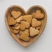 vista superior de deliciosos biscoitos do dia dos namorados foto