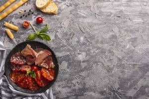 vista de cima conceito de carne com espaço de cópia foto
