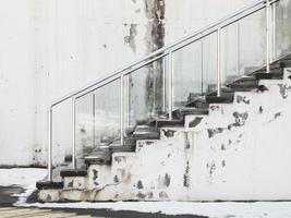 escada na neve foto