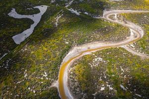 vista aérea de um rio no vale central da Califórnia foto