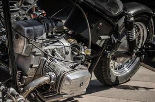 velho motor de moto chopper close-up foto