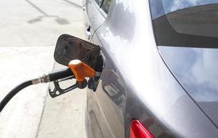 gasolina reabastecimento de carro foto