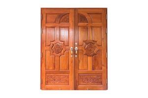 porta gêmea de madeira isolada no fundo branco