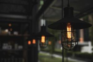 lâmpadas de estilo industrial foto