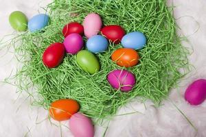 ovos de páscoa isolados no fundo branco