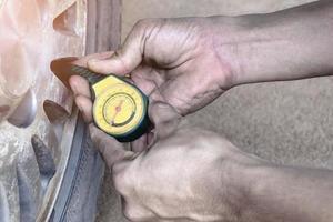 verificar os pneus antes da partida, resultando em melhor economia de combustível, serviço de centro de automóveis
