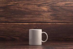 adoro beber café, canecas e grãos de café foto