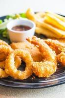 prato de frutos do mar fritos foto