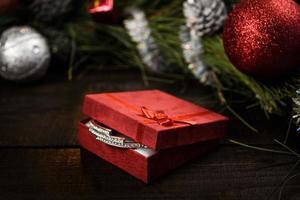 presente de natal em caixa vermelha foto