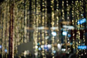 fundo abstrato e textura de luzes douradas do bokeh para decoração no evento ao ar livre
