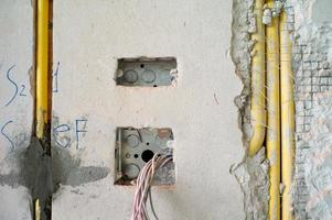 textura abstrata e plano de fundo do sistema elétrico sob isolamento dentro da parede de concreto