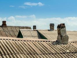 telhados e velhas chaminés foto