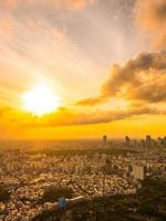 cidade de Tóquio ao pôr do sol foto