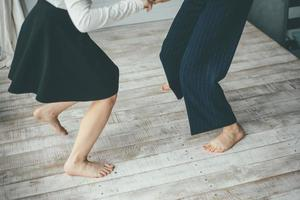 duas mulheres dançando