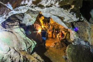 chiang mai, tailândia 2017- caverna de pedra wat tham chiang dao foto