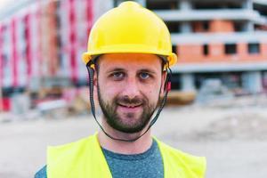 engenheiro de construção civil posando foto