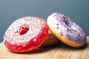 dois donuts com cobertura foto