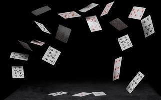 caindo cartas de jogar foto