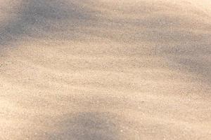 textura ondulada de fundo de areia com sombras foto