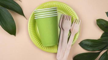 talheres descartáveis ecológicos e copa com vista superior