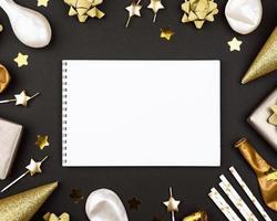 modelo de cartão de aniversário preto e dourado foto