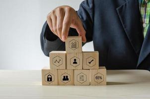 blocos de construção com ícones de mídia social neles