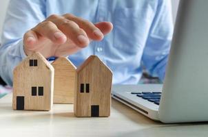conceito de casa de madeira imobiliária online