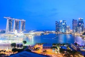 cidade de cingapura à noite foto