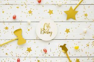 decorações de chá de bebê com glitter dourado