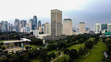 Jacarta, Indonésia 2021 - vista aérea de edifícios na cidade de Jacarta