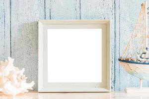 Moldura de madeira vintage em branco com design de conceito de verão foto