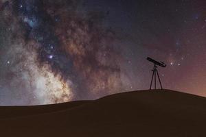 Via Láctea com pequeno telescópio no deserto, renderização em 3D